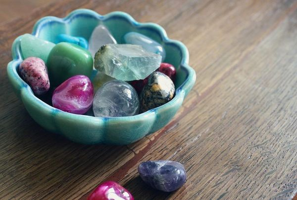 is-there-a-difference-between-a-crystal-and-a-gemstone.jpg