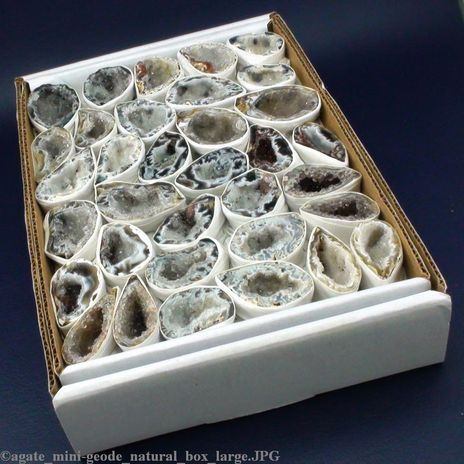 """Agate Mini Natural Geode Box 1 1/2"""" to 3"""" (Box size 10""""x7""""; 18 to 30 pieces) (GEAGNBOX1)"""